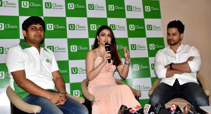Actor Kunal Khemu with his wife Soha Ali Khan during a press conference in Hyderabad on March 25, 2017. - Kunal Khemu and Soha Ali Khan