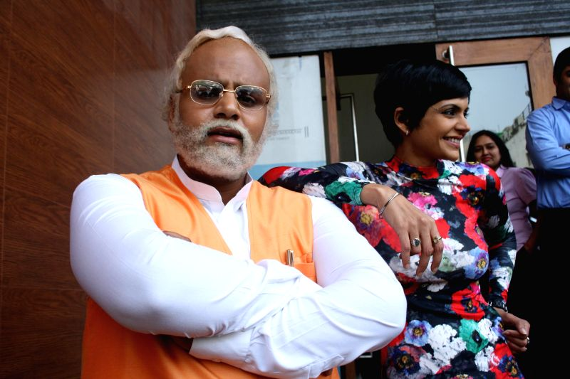 Actor Manish Kumar Jhangra - look alike of BJP Prime Ministerial candidate and Gujarat Chief Minister Narendra Modi with actress Mandira Bedi during promotions of upcoming television soap Gangs of ... - Manish Kumar Jhangra, Narendra Modi and Mandira Bedi