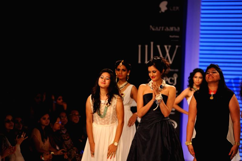 Actor Mihika Verma walks on the ramp showcase the jewellery by Indian Institute of Gems and Jewellery (IIGJ) during the India International Jewellery Week (IIJW) in Mumbai, on July 14, 2014. - Mihika Verma