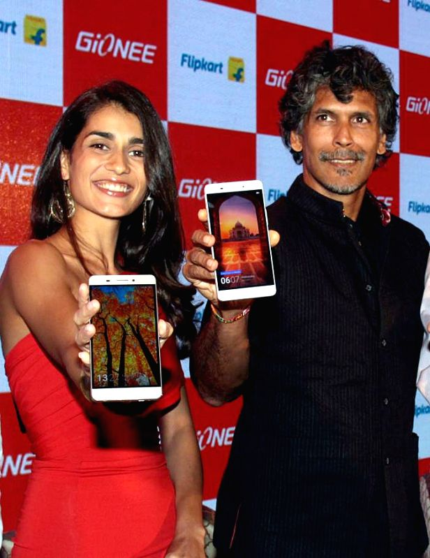 Actor Milind Soman at the launch of Gionee India`s Marathon Champion Smartphone in Bengaluru on Nov. 24, 2015. - Milind Soman