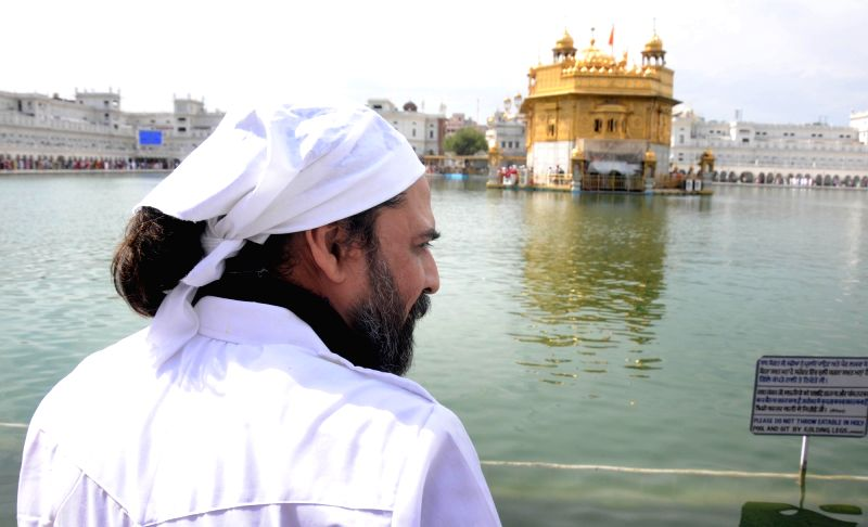 Actor Mukul Dev pays obeisance at the Golden Temple in Amritsar on April 6, 2016. - Mukul Dev