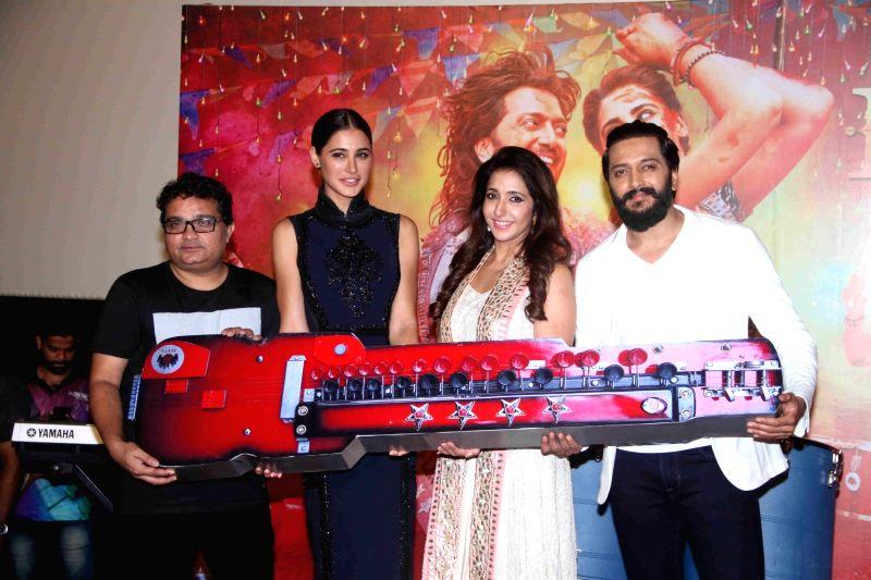 Actor Nargis Fakhri, filmmaker Krishika Lulla and actor Riteish Deshmukh during the trailer launch of film Banjo, in Mumbai, on August 9, 2016. - Nargis Fakhri and Riteish Deshmukh