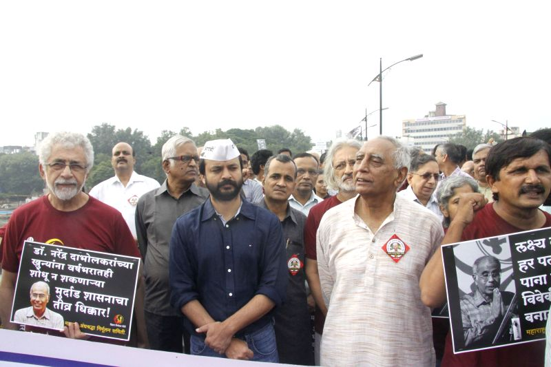 Actor Naseeruddin Shah, AAP leader Ashish Khetan and others participate in a demonstration on the first death anniversary of Narendra Dabholkar in New Delhi on Aug 20, 2014. - Naseeruddin Shah