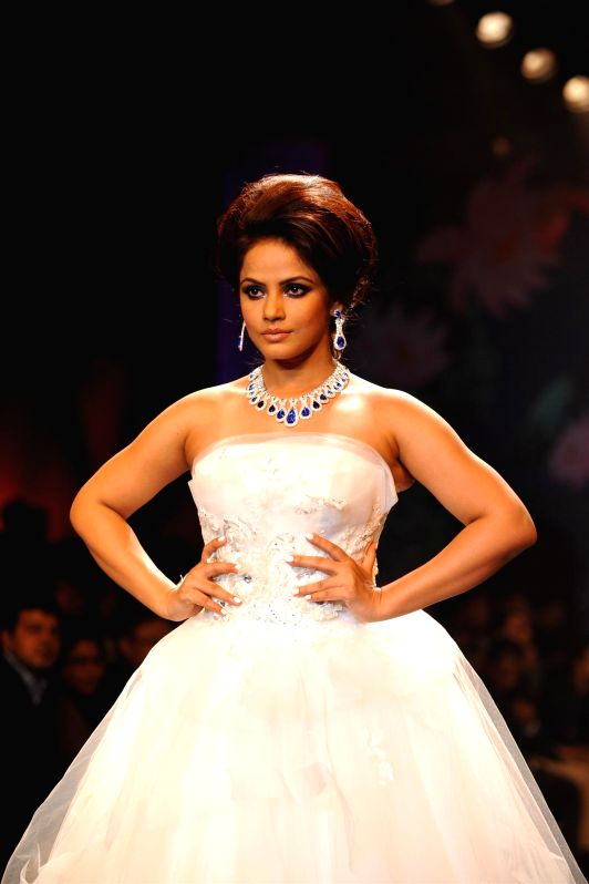 Actor Neetu Chandra during the grand finale of India International Jewellery Week (IIJW) in Mumbai on July 17, 2014.
