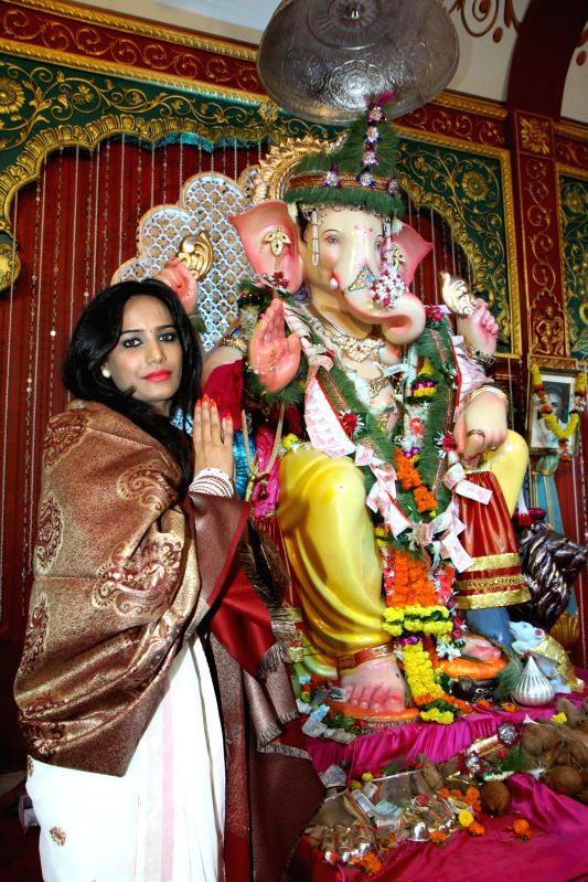 Actor Poonam Pandey offer prayers at Andhericha Raja Ganesh Pandal in Mumbai, on Sep. 01, 2014. - Poonam Pandey