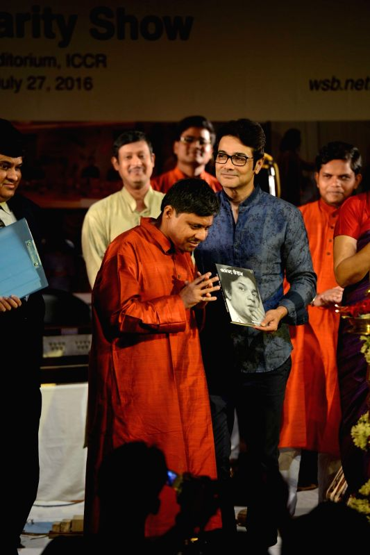 Actor Prasenjit Chatterjee with Welfare Society for The Blind students during a programme in Kolkata on July 27, 2016. - Prasenjit Chatterjee