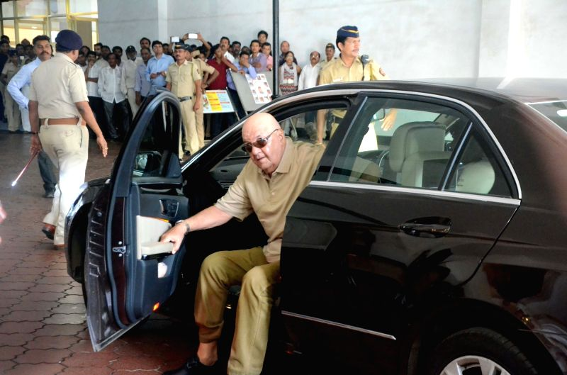 Actor Prem Chopra arrives to attend the prayer meet of his father and late actor Vinod Khanna at Nehru Centre in Mumbai, on May 3, 2017. - Prem Chopra and Vinod Khanna