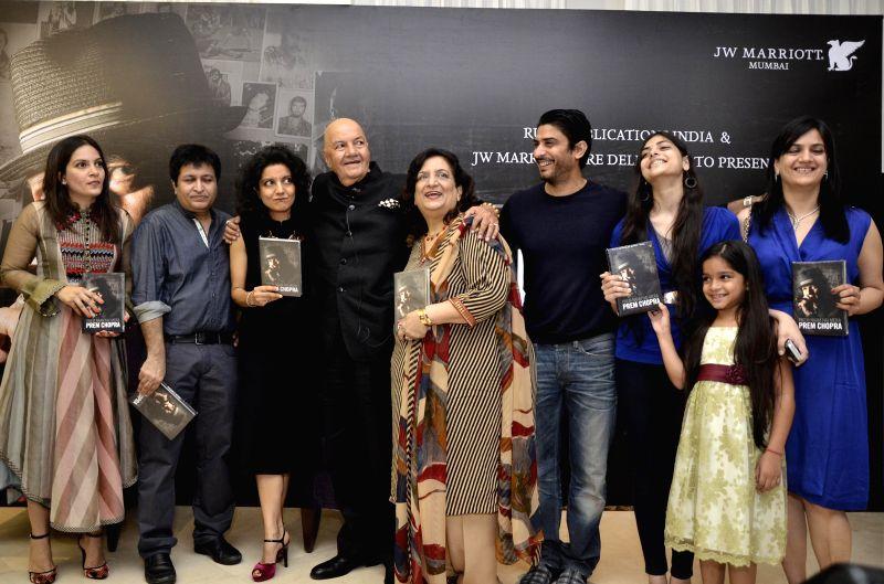 Actor Prem Chopra with his family member Prerna Joshi, Rahul Nanda, author Ritika Nanda, wife Uma Chopra, Vikas Bhalla, Sanchi and Kyana, Punita and Sharman Joshi during the launch of Prem Chopra's .. - Prerna Joshi and Sharman Joshi