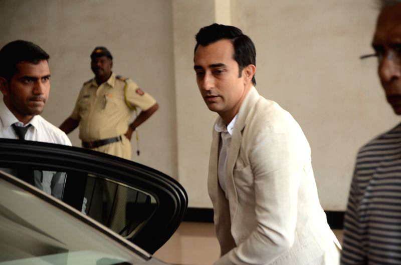 Actor Rahul Khanna arrives to attend the prayer meet of his father and late actor Vinod Khanna at Nehru Centre in Mumbai, on May 3, 2017. - Rahul Khanna and Vinod Khanna