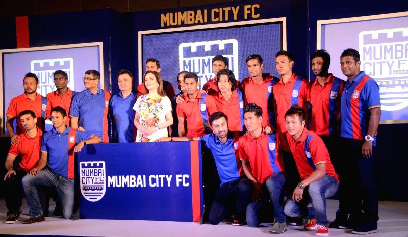 Actor Ranbir Kapoor, Rishi Kapoor, Neeta Ambani, Bimal Parekh with the Mumbai City FC football team during the Mumbai City FC football club team logo launch in Mumbai on Aug. 30, 2014. - Ranbir Kapoor, Rishi Kapoor and Neeta Ambani