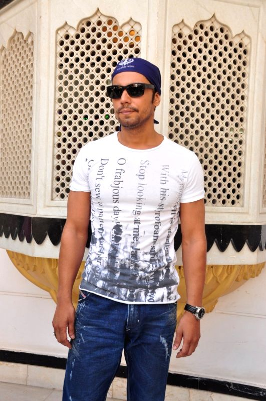 Actor Randeep Hooda during the re-release of film Nanak Nam Jahaz Hai in colour format in Mumbai on Nov 18, 2015. - Randeep Hooda