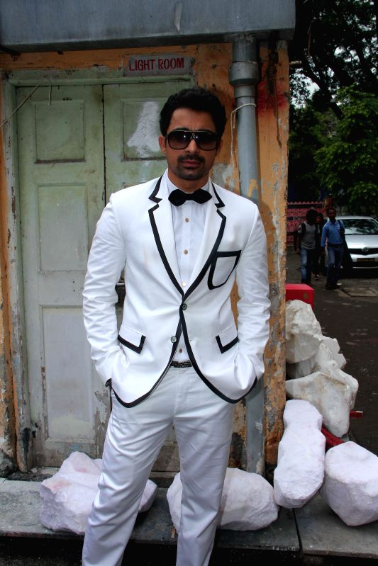 Actor Rannvijay Singh during the on location shoot of film Sharafat Gayi Tel Lene in Mumbai on July 8, 2014. - Rannvijay Singh