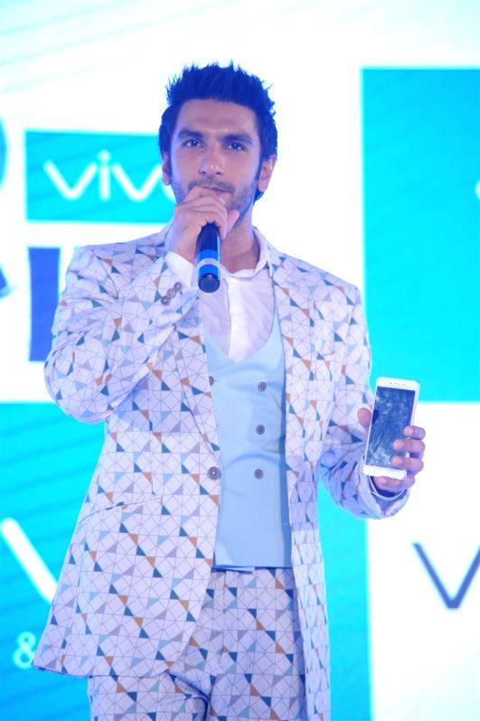 Actor Ranveer Singh during the launch of Vivo Smart phones Vivo V3, V3Max, in Mumbai, on April 5, 2016. - Ranveer Singh