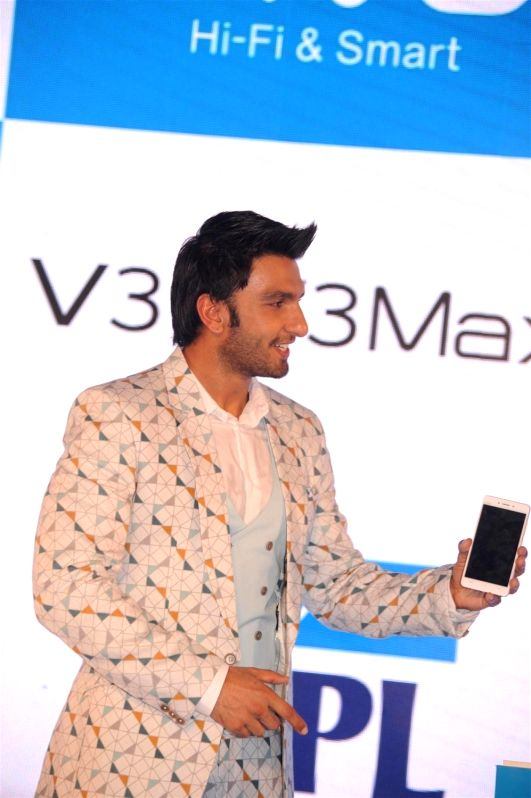 Actor Ranveer Singh during the launch of Vivo Smart phones Vivo V3, V3Max, in Mumbai, on April 5, 2016. - Ranveer Singh