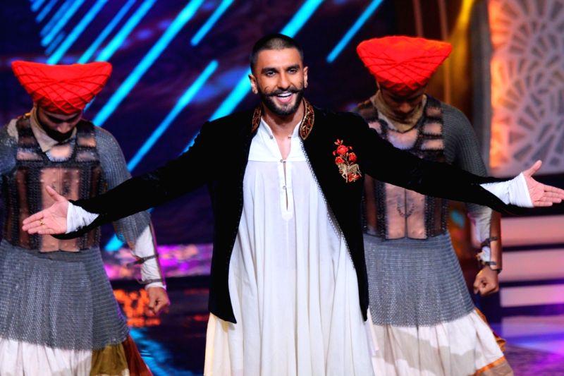 Actor Ranveer Singh performs during the Amitabh Bachchan`s show Aaj Ki Raat Hai Zindagi in Mumbai on Nov 27, 2015. - Ranveer Singh