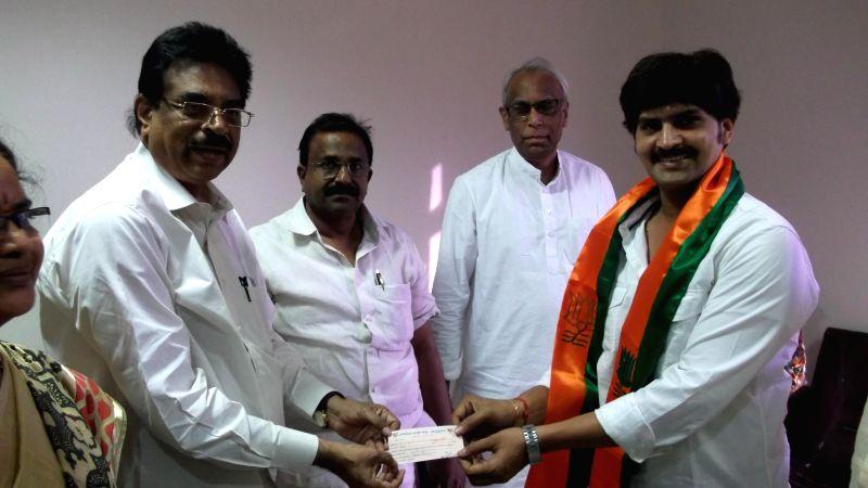 Actor Ravi Kiran joins BJP in presence of party leader K Haribabu in Hyderabad on April 13, 2014.
