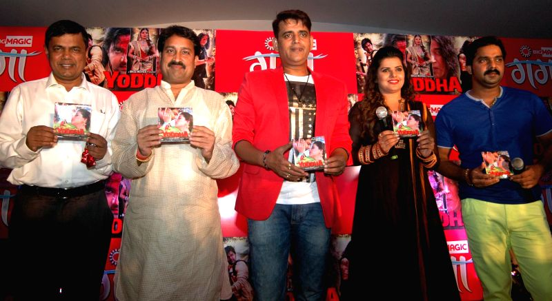 Actor Ravi Kishan, Bihar minister Vinay Bihari and actress Madhu Sharma during music launch of Bhojpuri film `Yoddha` in Patna on Aug 22, 2014. - Ravi Kishan and Madhu Sharma