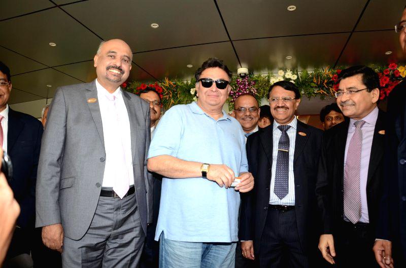 Actor Rishi Kapoor launch the IDBI debit card along with M S Raghavan (R), CMD, IDBI Bank and Melwyn Rego (L), DMD, IDBI Bank in Mumbai, on July 1, 2014.