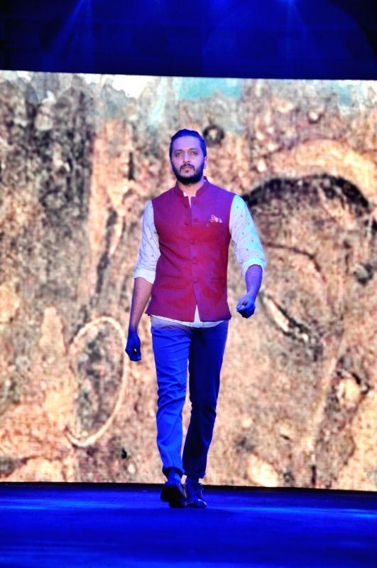Actor Riteish Deshmukh walks the ramp during the launch of the flagship True Blue store, in Mumbai on May 28, 2016. - Riteish Deshmukh