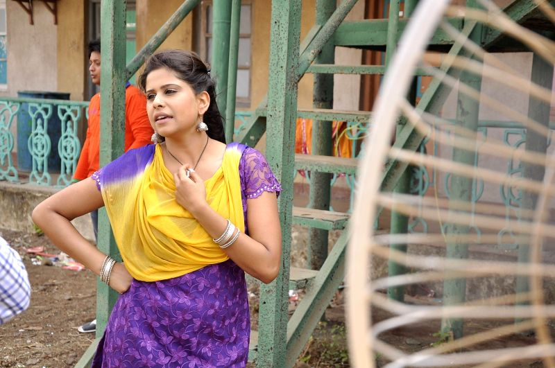 Actor Sai Tamhankar during on the location shooting of film Pyar Vaali Love Story in Mumbai on 10 May, 2014. - Sai Tamhankar