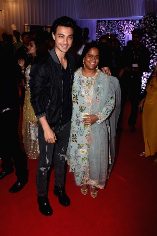 Actor Salman Khan's sister Arpita Khan along with her husband Aayush Sharma at politician Baba Siddique's iftar party in Mumbai on June 10, 2018. - Salman Khan, Arpita Khan and Aayush Sharma