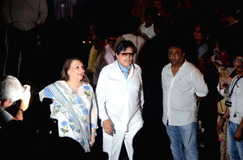 Actor Sanjay Khan arrives to attend Late actor Shashi Kapoor's condolence meeting in Mumbai on Dec 7, 2017. - Sanjay Khan and Shashi Kapoor