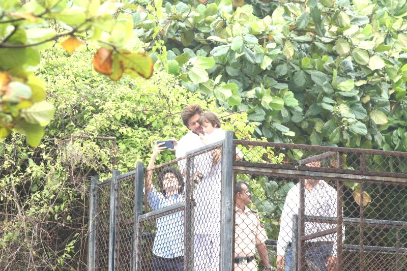 Actor Shah Rukh Khan along with his son AbRam geets his fans on the occasion of Eid-ul-Fitr at his residence in Mumbai on June 26, 2017. - Shah Rukh Khan