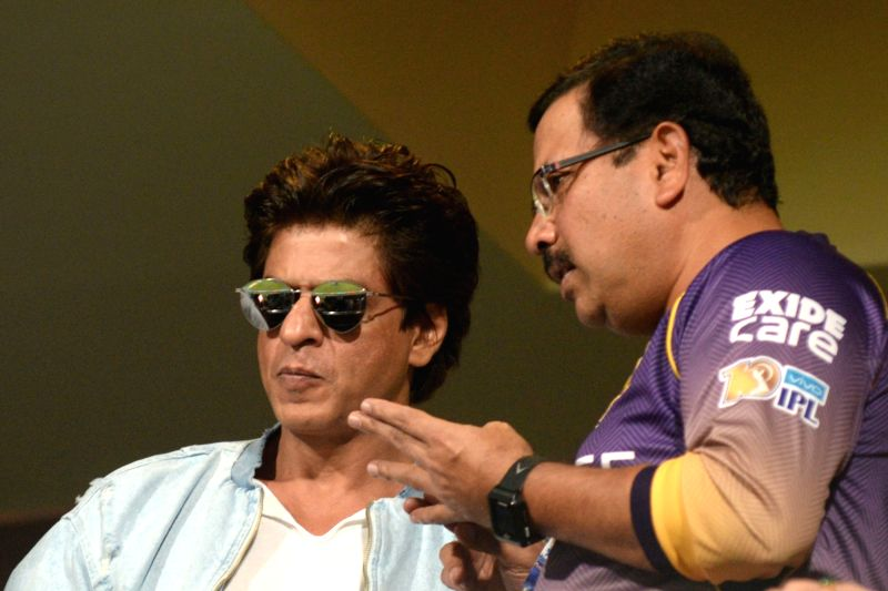 Actor Shah Rukh Khan and Kolkata Knight Riders CEO Venky Mysore during the second qualifier of IPL 2017 between Kolkata Knight Riders and Sunrisers Hyderabad at M Chinnaswamy Stadium in ... - Shah Rukh Khan