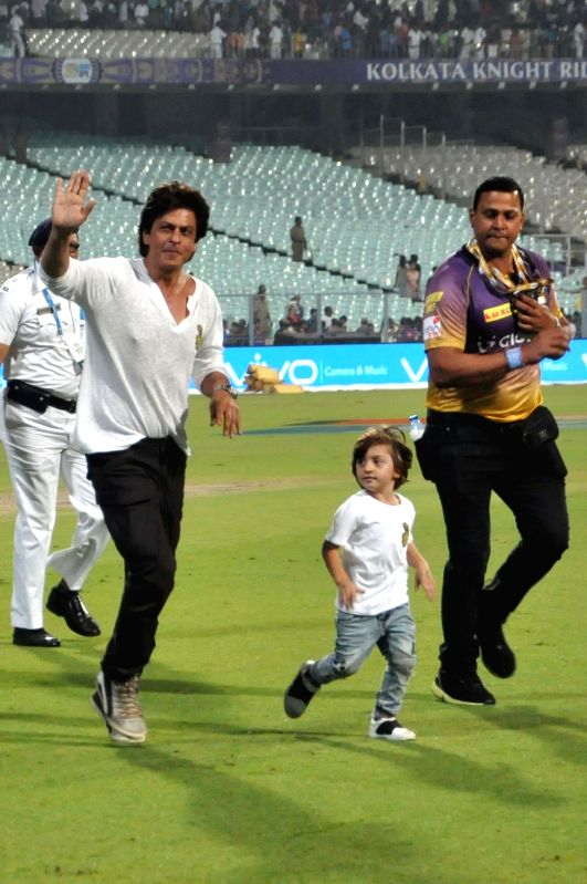 Actor Shah Rukh Khan with his son AbRam at the Eden Gardens in Kolkata on May 13,  2017. - Shah Rukh Khan