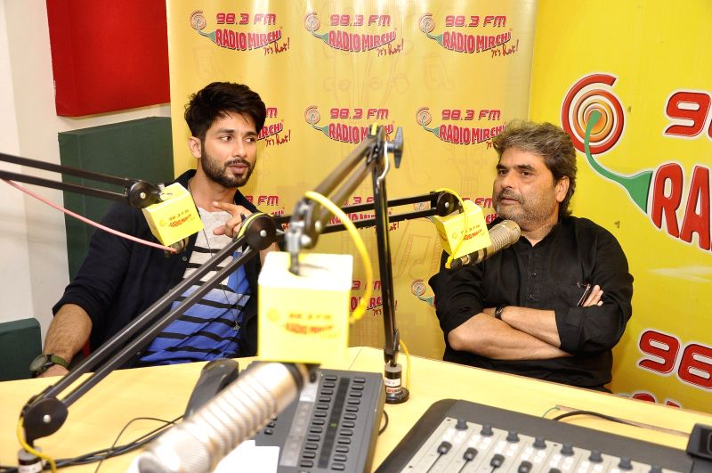 Actor Shahid Kapoor and filmmaker Vishal Bhardwaj during the music premier of upcoming film Haider at Radio Mirchi studio in Mumbai, on Aug. 20, 2014. - Shahid Kapoor and Vishal Bhardwaj