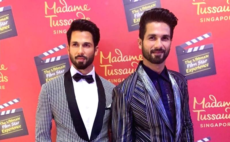Actor Shahid Kapoor poses with his wax statue at the Madame Tussauds museum in Singapore. (Photo: Instagram/shahidkapoor)