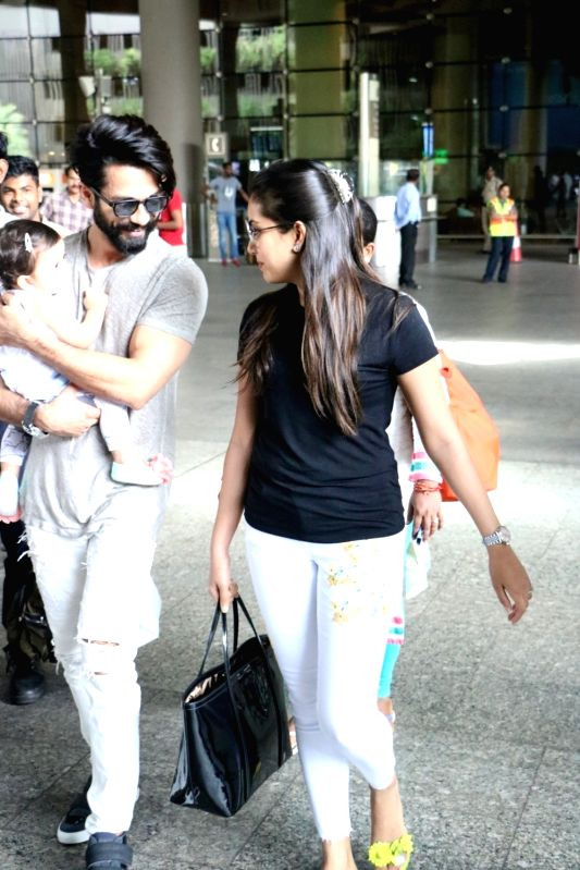 Actor Shahid Kapoor, wife Mira Rajput and daughter Misha Kapoor were spotted at the Mumbai airport on June 7, 2017. - Shahid Kapoor and Misha Kapoor