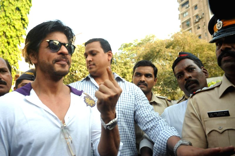 Actor Shahrukh Khan after casting his vote for the Lok Sabha elections, in Mumbai, on April 24, 2014. - Shahrukh Khan