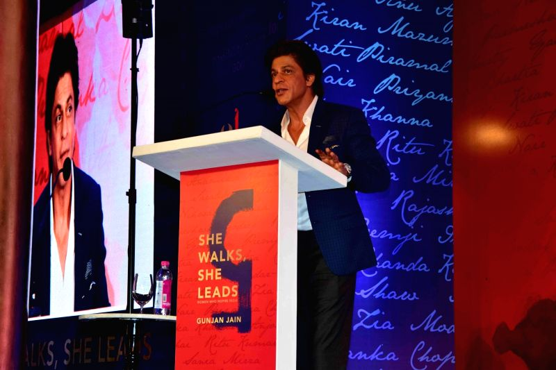 Actor Shahrukh Khan during the launch of author Gunjan Jain book She Walks She Leads, in Mumbai, on July 21, 2016. The Book features Priyanka Chopra and Kareena Kapoor Khan. - Shahrukh Khan, Gunjan Jain, Priyanka Chopra and Kareena Kapoor Khan
