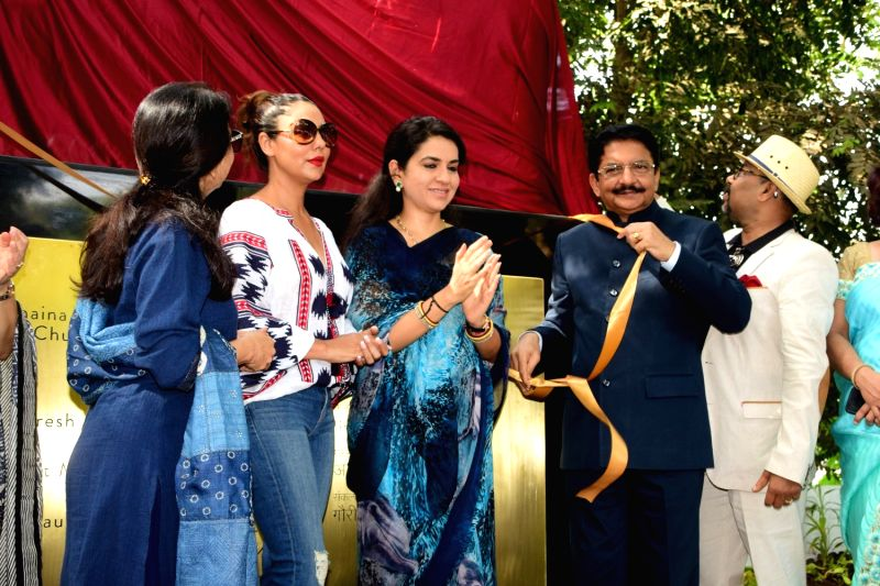 Actor Shahrukh Khan's wife Gauri Khan, Fashion designer and BJP leader Shaina NC and Governor of Maharashtra Ch. Vidyasagar Rao during the Inauguration of Mumbai Beautification Project by ... - Shahrukh Khan and Vidyasagar Rao