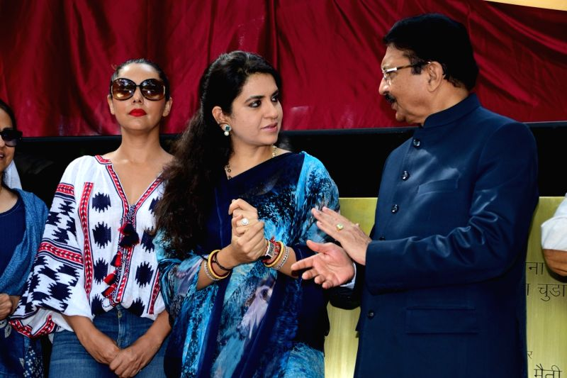 Actor Shahrukh Khan's wife Gauri Khan, Fashion designer and BJP leader Shaina NC and Governor of Maharashtra Ch. Vidyasagar Rao during the Inauguration of Mumbai Beautification Project by ... - Shahrukh Khan and Vidyasagar Rao