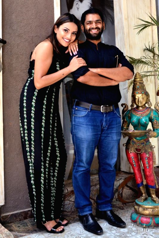 """Actor Sharib Hashmi and Jyotii Sethi during a press conference to promote their upcoming film""""Phullu"""" in Jaipur, on June 11, 2017. - Sharib Hashmi"""