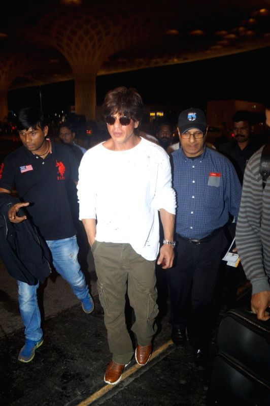 Actor Sharukh Khan spoted at Airpot in Mumbai on July 27, 2016. - Sharukh Khan