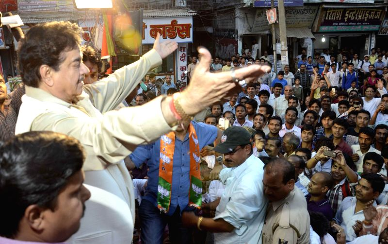 Actor Shatrughan Sinha during an election rally in Dariyapur of Bihar on April 11, 2014.