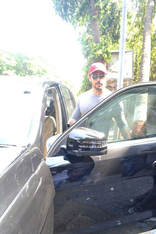 Actor Sidharth Malhotra seen at Mumbai's Bandra in Mumbai on April 14, 2018 . - Sidharth Malhotra