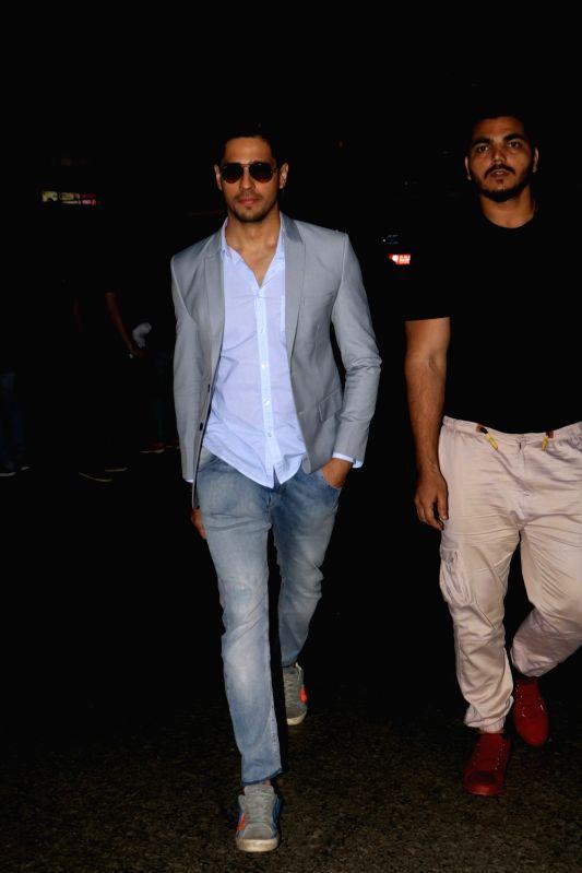 Sidharth Malhotra spotted at Mumbai Airport - Sidharth Malhotra