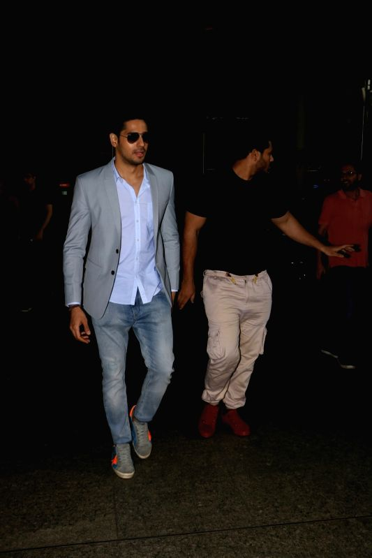 Actor Sidharth Malhotra spotted at Chhatrapati Shivaji Maharaj International Airport in Mumbai in Mumbai, on Aug 11, 2017. - Sidharth Malhotra