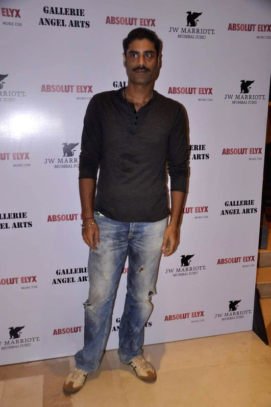 Actor Sikandar Kher attends Gallerie Angel Arts curated work `In An Artist's Mind` exhibition in Mumbai on August 14, 2015. - Sikandar Kher