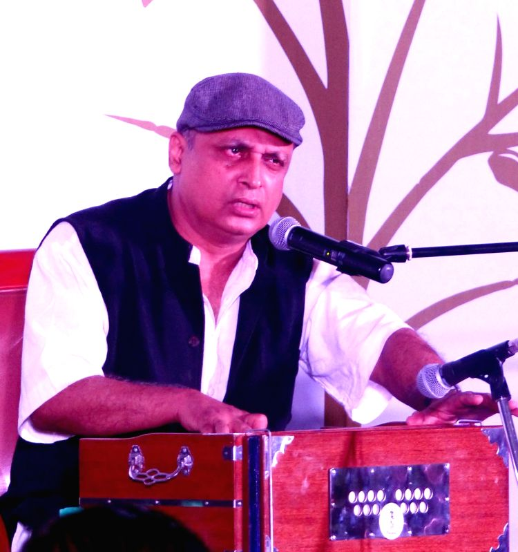 Actor-singer-lyricist Piyush Mishra performs during Poetry festival in Bengaluru, on Aug 7, 2016. - Piyush Mishra
