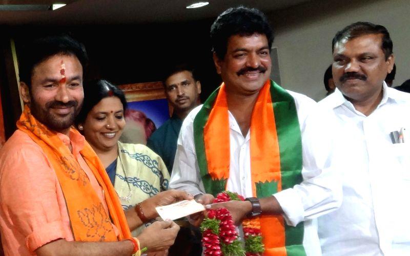 Actor Sivaji Raja joins BJP in presence of Andhra BJP chief G. Kishan Reddy in Hyderabad on April 13, 2014. - G. Kishan Reddy
