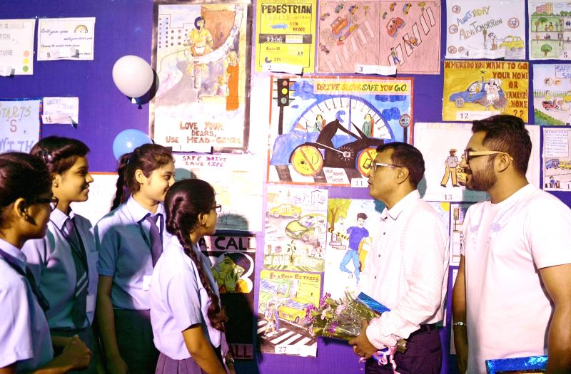 "Actor Soham Chakrabarty and Grandmaster Dibyendu Barua during inter-school slogan and poster competition workshop on ""Safe Drive, Save Life"" 2018, in Kolkata, on Aug 10, 2018. - Soham Chakrabarty"