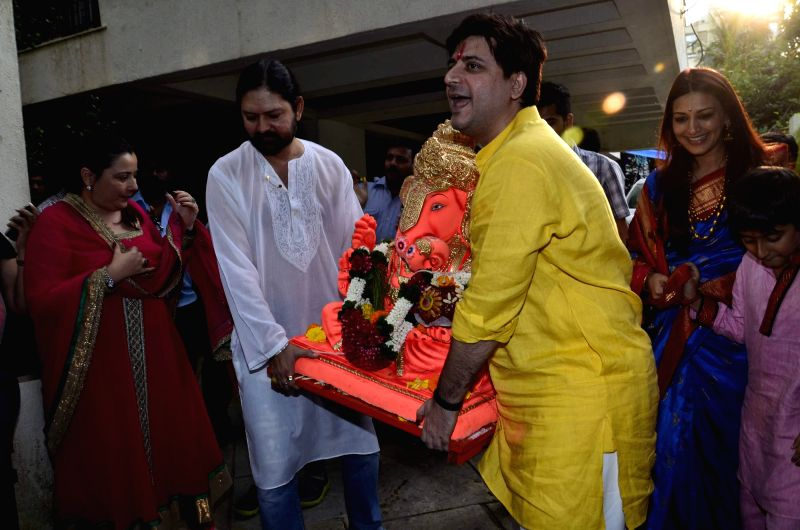 Actor Sonali Bendre along with her husband filmmaker Goldie Behl durig the immersion of an idol of the elephant-headed Hindu god Lord Ganesh after one and half day in Mumbai on August 30, 2014. - Sonali Bendre