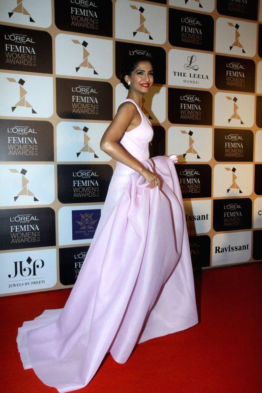 Actor Sonam Kapoor during the L'Oreal Paris Femina Women Awards 2015 in Mumbai, on March 23, 2015. - Sonam Kapoor