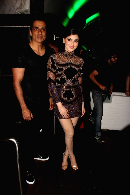 Actor Sonu Sood and Urvashi Rautela along with finalist of Miss Diva during the promo launch of Yamaha Fascino Miss Diva 2016, 6-part Television series in Mumbai on August 2016 - Sonu Sood