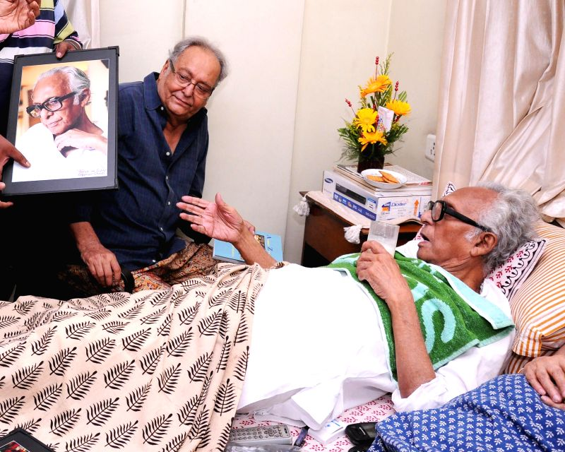 Actor Soumitra Chatterjee meets veteran film maker Mrinal Sen on his 92st birth anniversary in Kolkata on May 14, 2014. - Soumitra Chatterjee